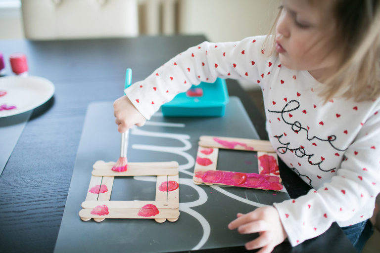 make your own frame: an easy valentines craft for kids! - Miss Freddy